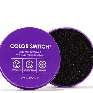 NIB Color Switch removes makeup from brushes